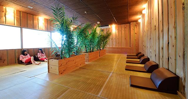 森林浴房 心を和ませるひのきの香り。植物が作り出すフィトンチッドは、ストレスを解し、抗菌効果もあるといわれます。